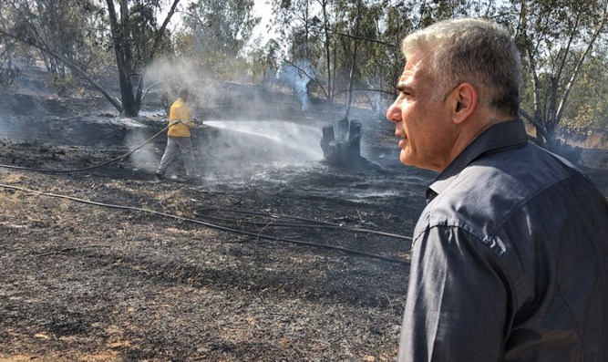 Lapid with fireighters