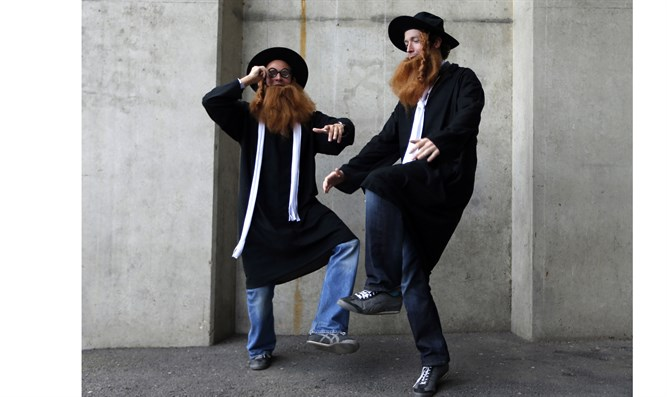 Spectators wearing Rabbi costumes during Sevens World Series