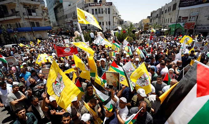 Palestinian Arabs rally in Ramallah