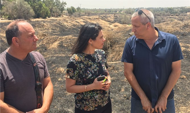 Shaked with Eshkol Council head Gadi Yarkoniי