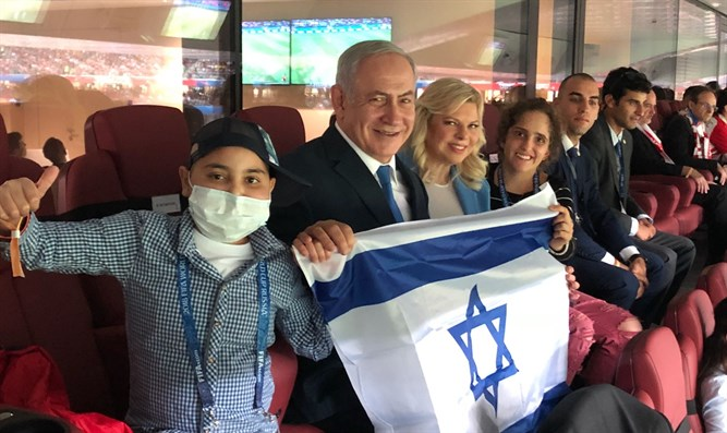 The Netanyahus with Alon and Mika during the game
