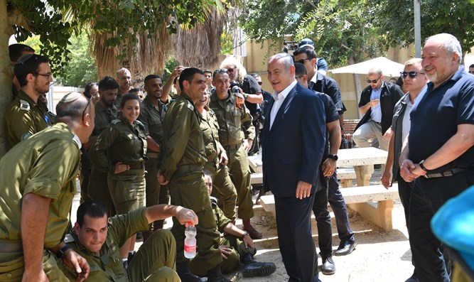 Netanyahu with Gaza Division soldiers