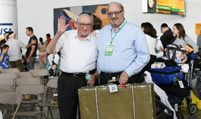 Rabbi Kenneth Brander makes aliyah
