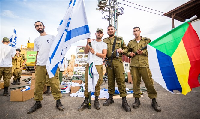 IDF soldiers waving Israeli and Druze flags