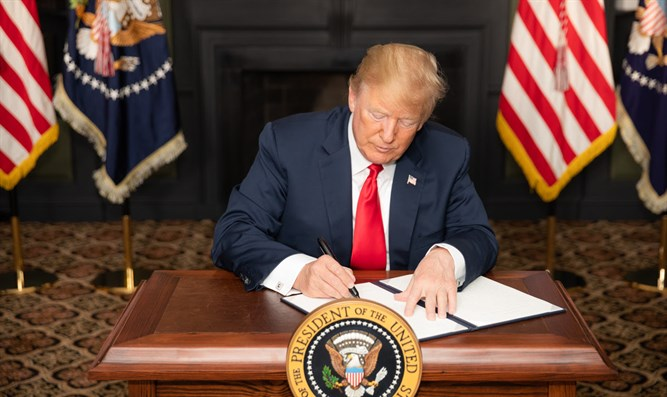 Trump signs order re-imposing sanctions on Iran