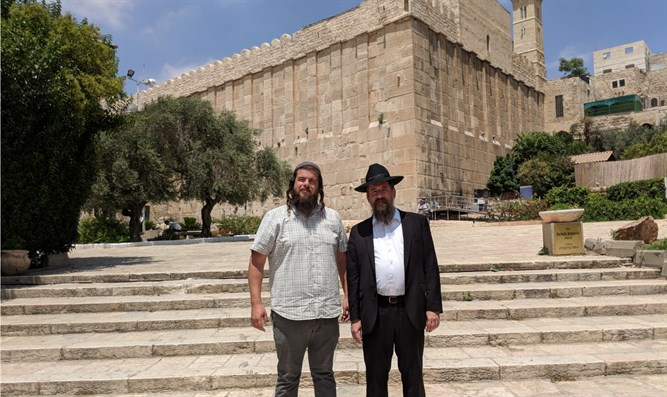 Rabbi Shaul Wilhelm, Chief Rabbi of Chabad in Norway (R) and Nati Rom, Lev Haolam