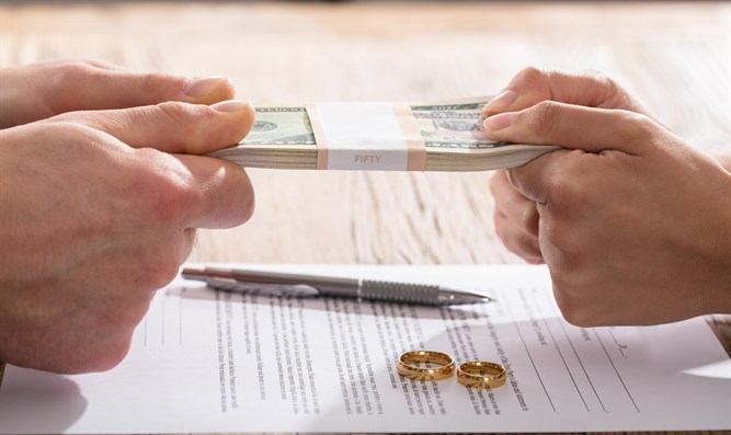 Fighting over money in divorce agreement