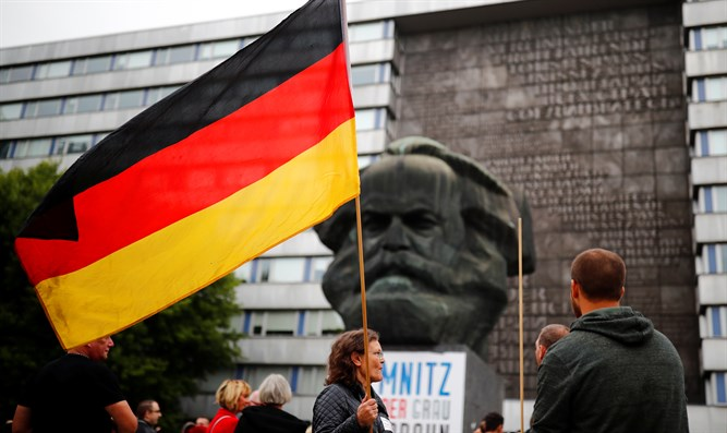 Pro Chemnitz group demonstrates in Chemnitz, after killing of man