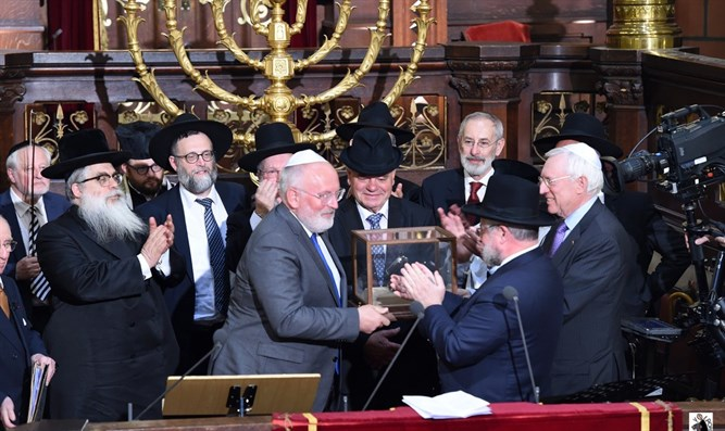 Timmermans receives the Lord Jakobovits Prize