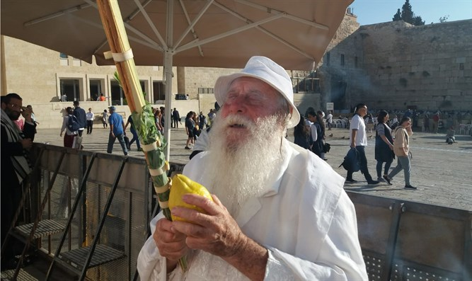 Sukkot prayers at Western Wall