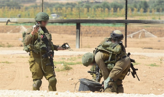 IDF soldiers along the Gaza border