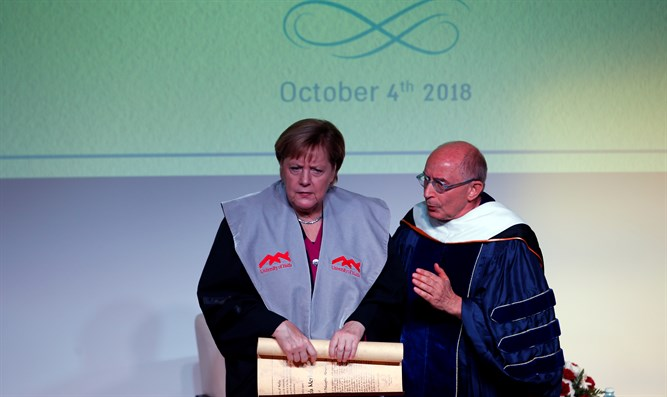 Merkel receiving honorary doctorate at Israel Museum
