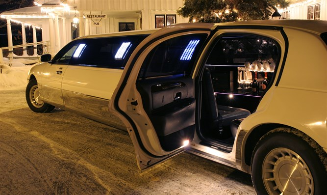 limousine (illustrative)