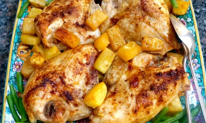 Roasted chicken with fresh pineapple