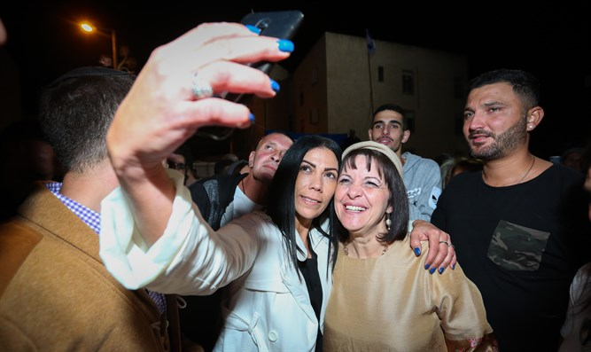 Selfies in Beit Shemesh with Mayor-elect Dr. Aliza Bloch