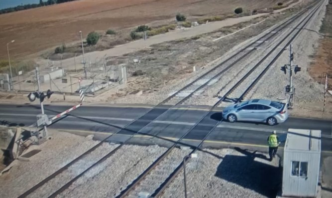 Car that drove onto tracks