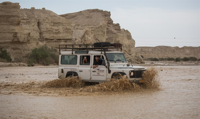 Jeep crosses overflowing Zin Stream