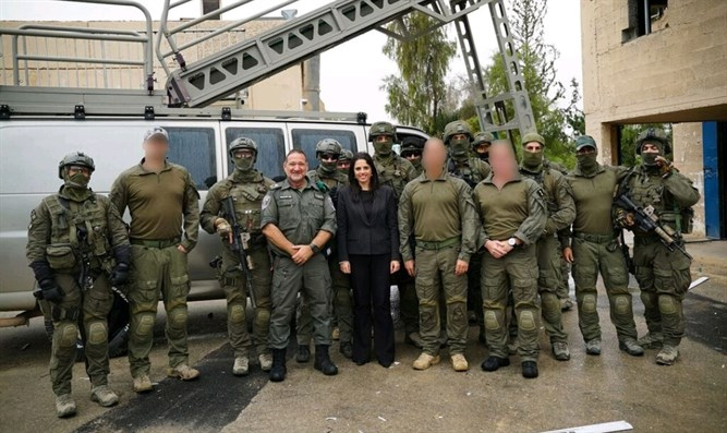 Shaked meets with Yamam operatives