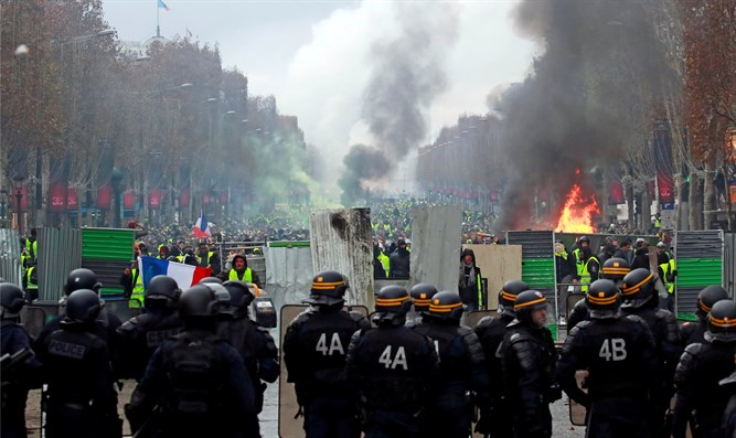 Paris anti-fuel tax riots