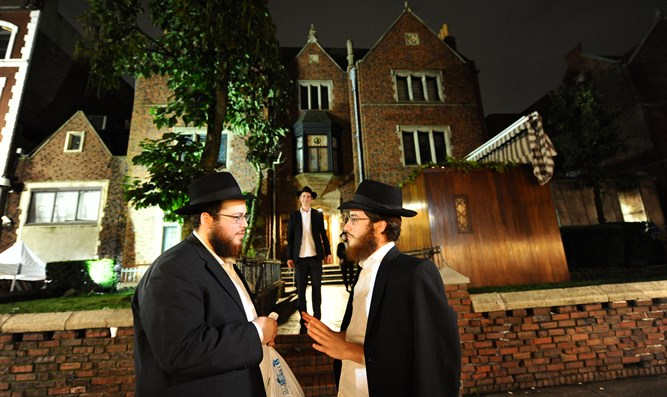 Lubavitchers outside World Chabad Headquarters