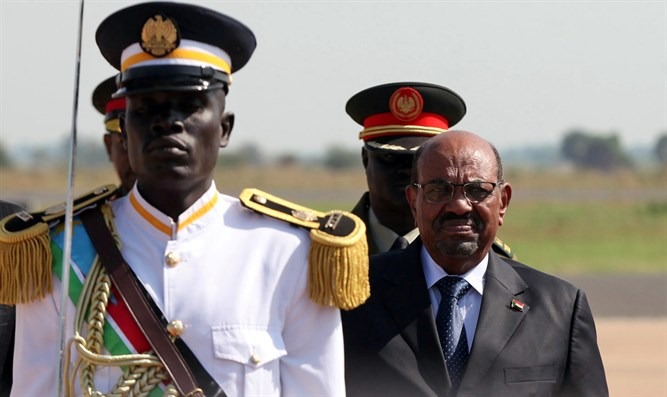 Sudan's President Omar al-Bashir is welcomed after arriving at Juba airport