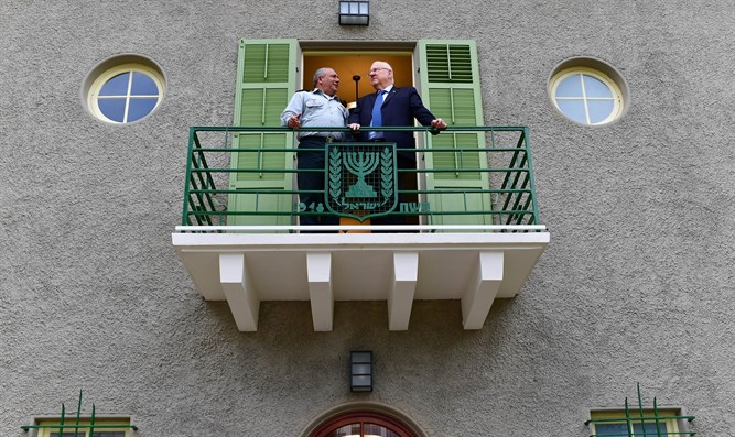 Rivlin and Eizenkot in refurbished house