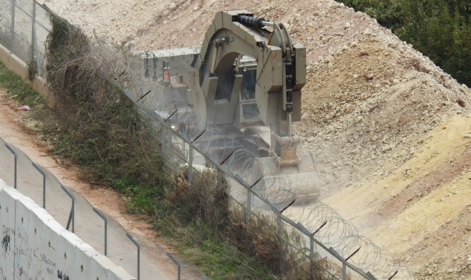 Israeli forces on border with Lebanon during anti-tunnel operation