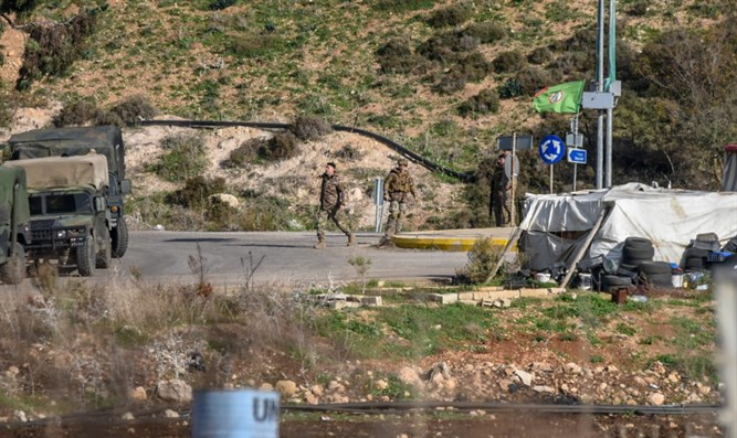 Lebanese soldiers near border with Israel