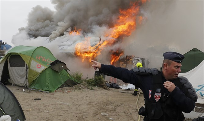 Dismantling 'Jungle' camp in Calais, France