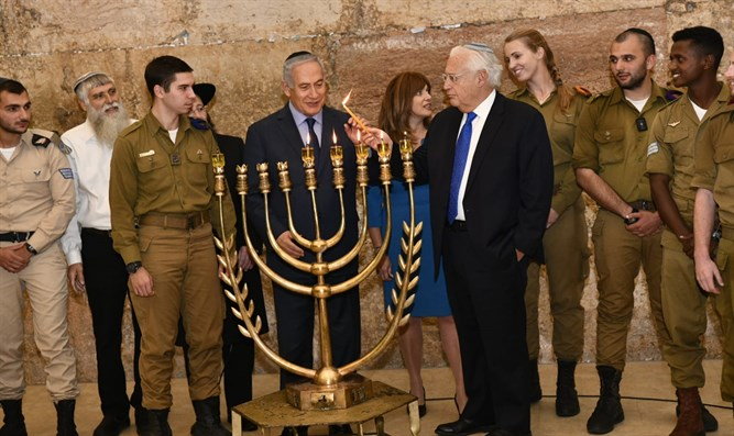 Netanyahu, Friedman light menorah at Western Wall