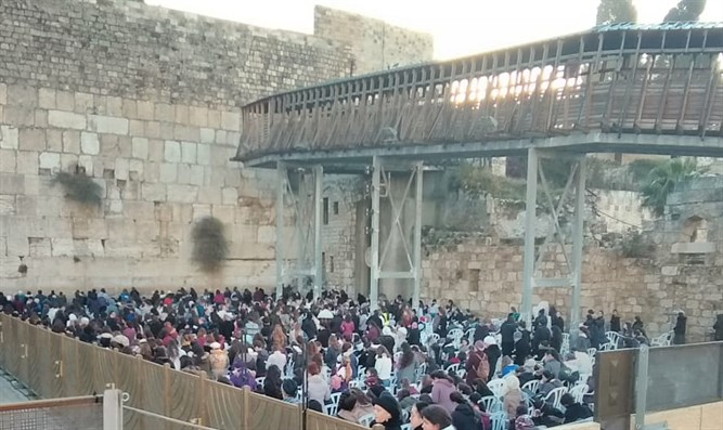 Hundreds rally against 'Women of the Wall' in Jerusalem