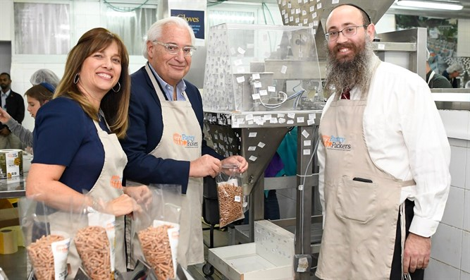 David Friedman and his wife pack food for needy