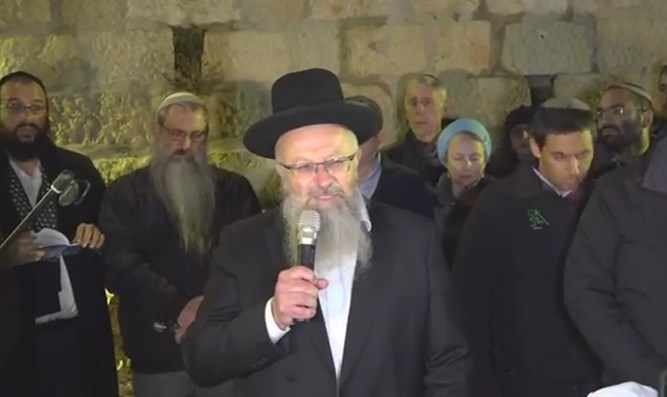 Rabbi Eliyahu at the baby's funeral