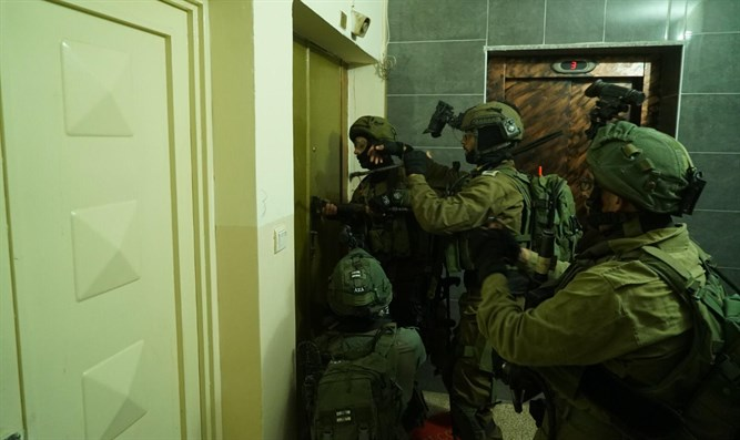 IDF forces operate in Ramallah