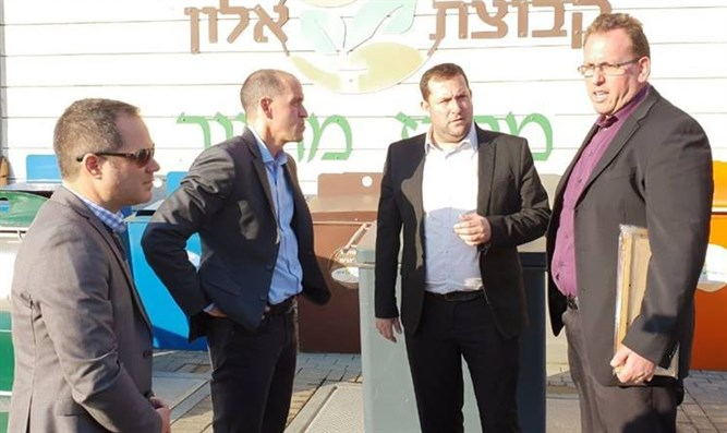Shomron Council head Yossi Dagan (2nd rt) with Airbnb VP