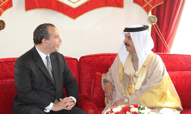 Rabbi Schneier with King Hamad bin Isa Al Khalifa of Bahrain
