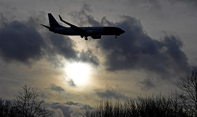 Airplane lands at Gatwick Airport after reopening