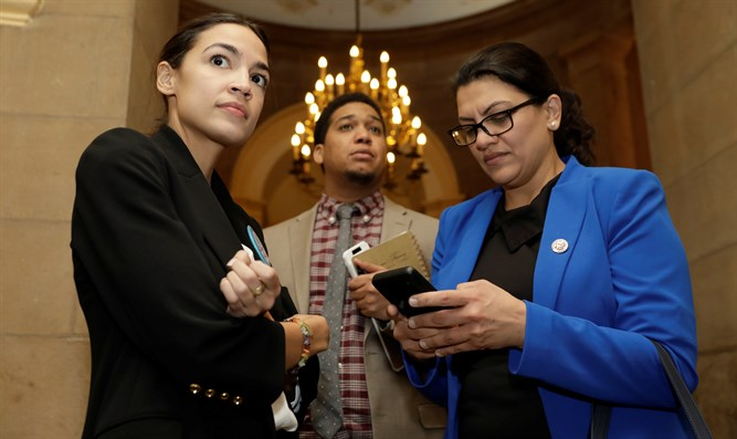 Ocasio-Cortez (L) and Tlaib (R)
