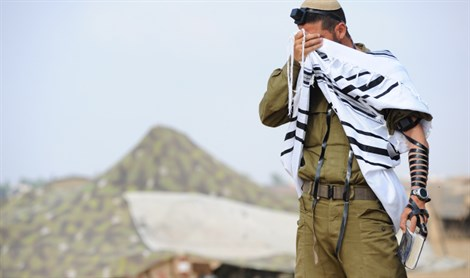 IDF soldier, praying (illustrative)