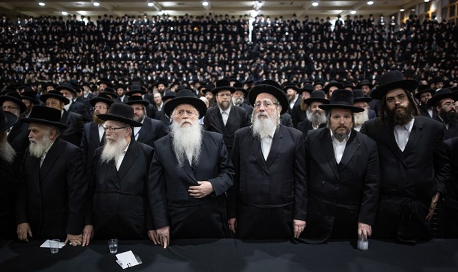 Litzman (2nd L) at Agudat Yisrael conference