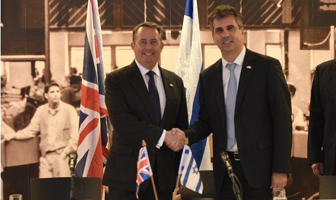 Minister Eli Cohen with UK International Trade Secretary Liam Fox