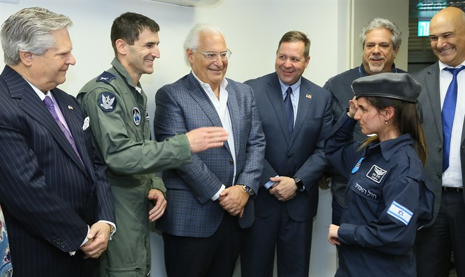 David Friedman (center) meets with soldiers