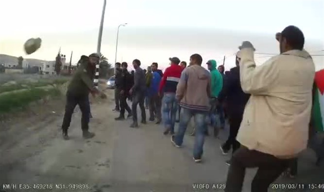 Arab throwing the stone