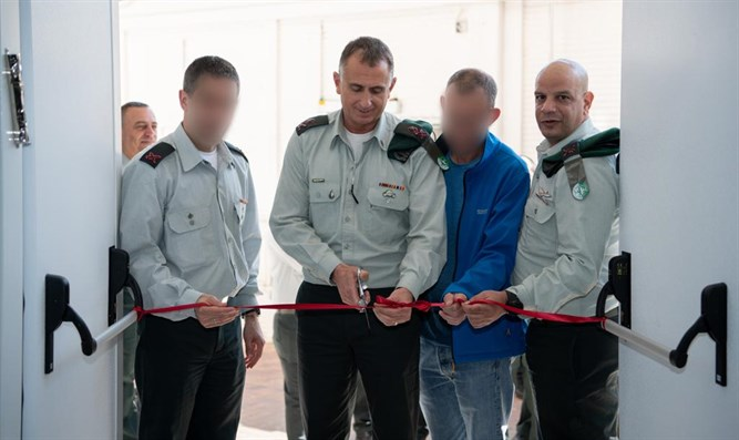 Maj. Gen. Tamir Hayman (center) inaugurates new Targeting Center