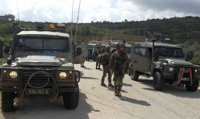 IDF forces at scene of terror attack in Samaria on Sunday.
