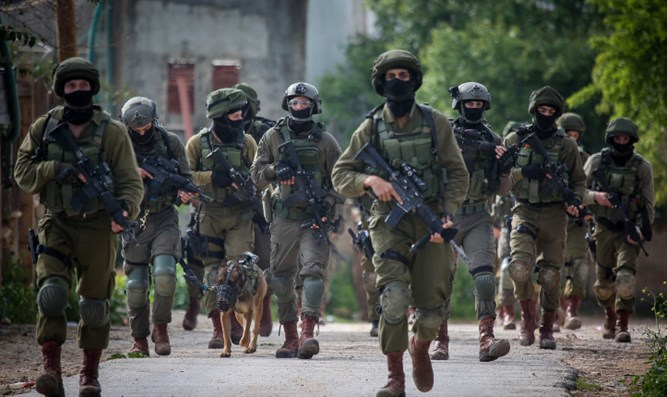IDF soldiers during raid in Arab village in Samaria