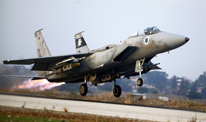 Israeli F-15 fighter jet takes off to Gaza