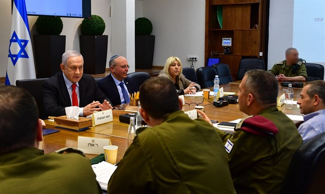 Netanyahu meets senior defense officials