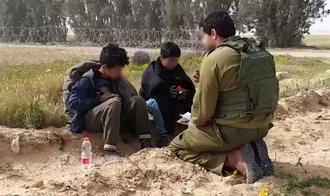 IDF soldier gives Gazan children water