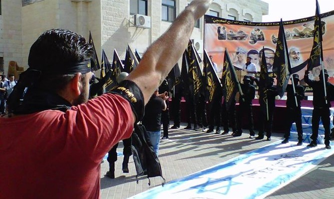 Nazi salutes at Islamic Jihad rally, Al-Quds University